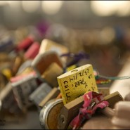 love locks on the Brooklyn Bridge